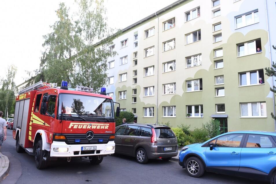 Mit insgesamt drei Autos kam die Döbelner Feuerwehr zur Lommatzscher Straße.