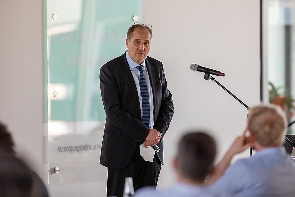 Jörg Mühlberg ist Geschäftsführer der Sächsischen Agentur für Strukturentwicklung, einer GmbH des Landes. Am Dienstag hielt er im Hoyerswerdaer Stadtrat einen Vortrag zum Fortgang der Dinge.