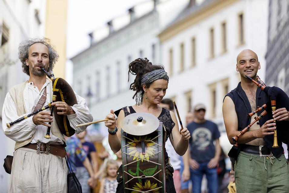 Mit Dudelsack und Trommel waren auch diese Musiker schon auf dem Altstadtfest unterwegs - in wechselnden Kombinationen.