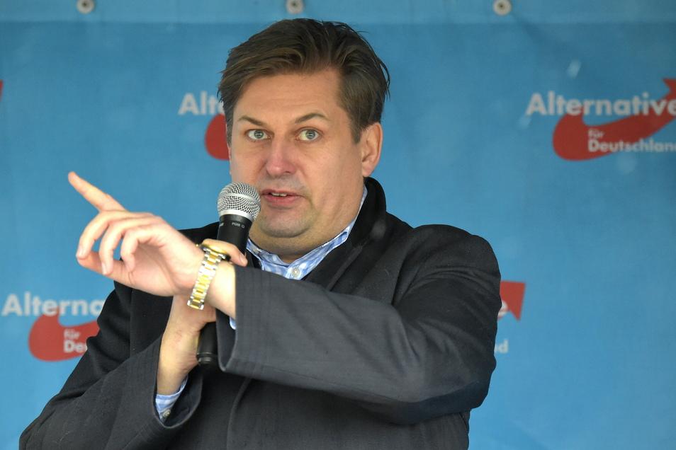 Der AfD-Europaabgeordnete Maximilian Krah auf dem Dresdner Theaterplatz.