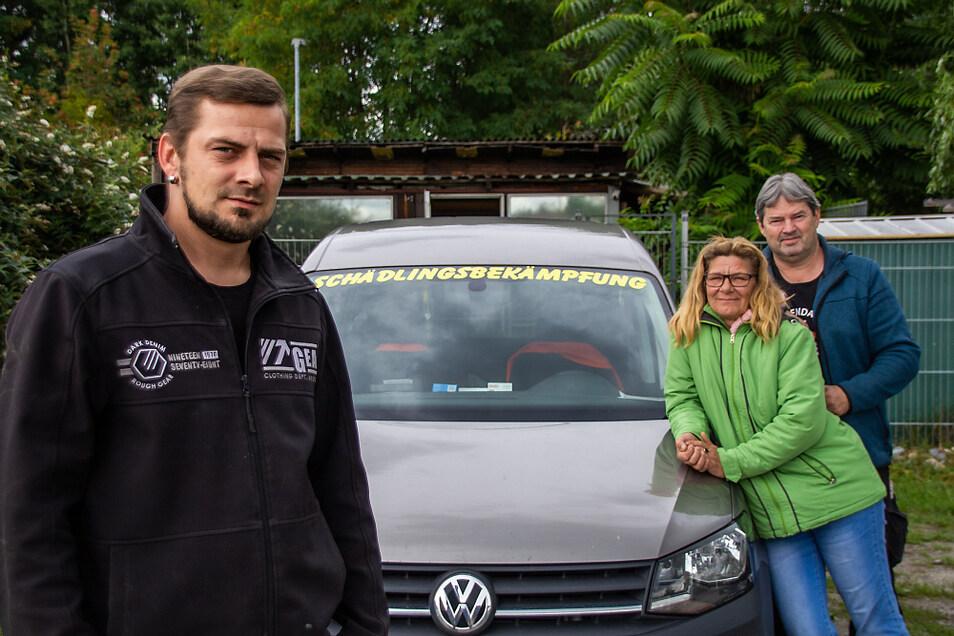 Der Familienbetrieb Schreiber. Wolfgang Schreiber (v. r.) kann in dieser Woche auf das 30-jährige Bestehen seiner Firma zurückblicken. Ihm zur Seite stehen Ehefrau Cornelia und Sohn Oliver, der das Unternehmen einmal weiterführen wird.