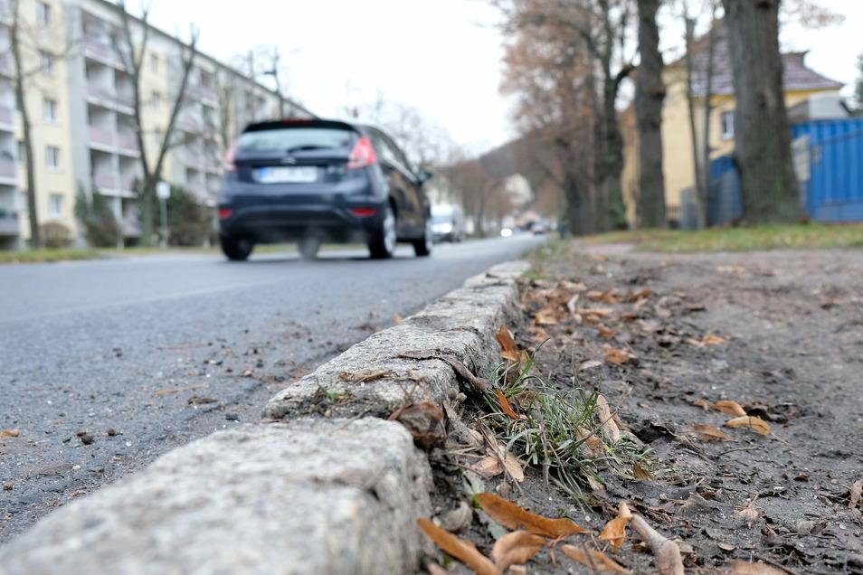 An der Zaschendorfer Straße wird weiter gebaut. Zwischen Kalkberg und Heinrich-Heine-Straße sollen neue Gehwege entstehen und Schutzstreifen für Radfahrer festgelegt werden.