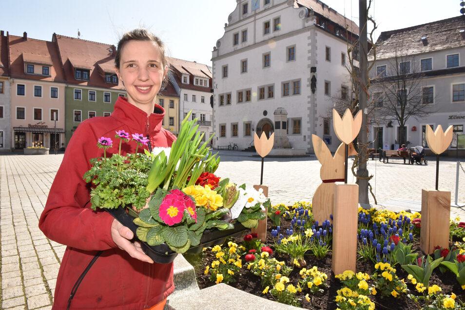 Sophie Handrick ist gelernte Gärtnerin und gestaltet mit ihren Kollegen vom Dippser Bauhof die Stadt schön.