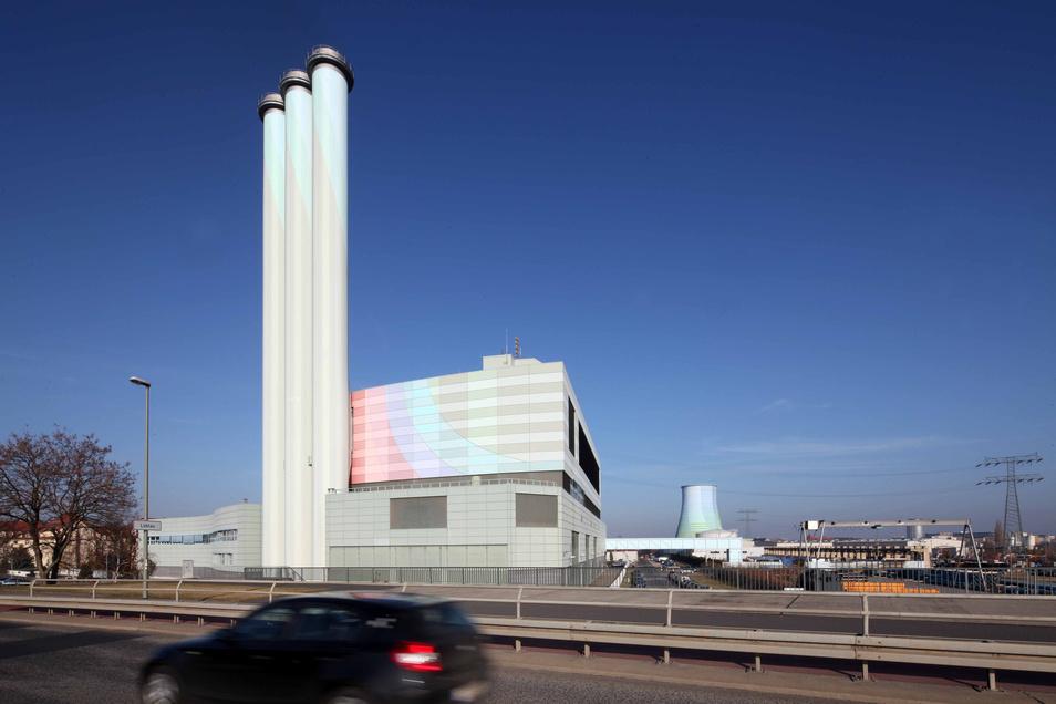 Die Grünen drängen darauf, dass die Treibhausgase, die das Heizkraftwerk Nossener Brücke noch ausstößt, bis 2035 drastisch gesenkt werden.