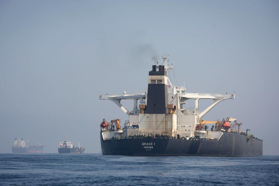 """Der Supertanker """"Grace 1"""" liegt in den Gewässern von Gibraltar. Er könnte in Kürze seine Fahrt fortsetzen."""