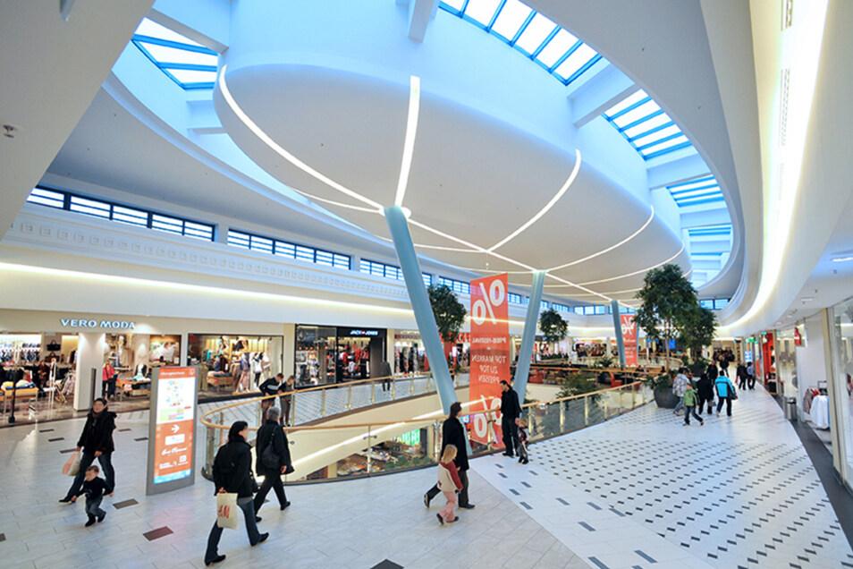 180 Geschäfte und Filialen locken in den ELBEPARK.