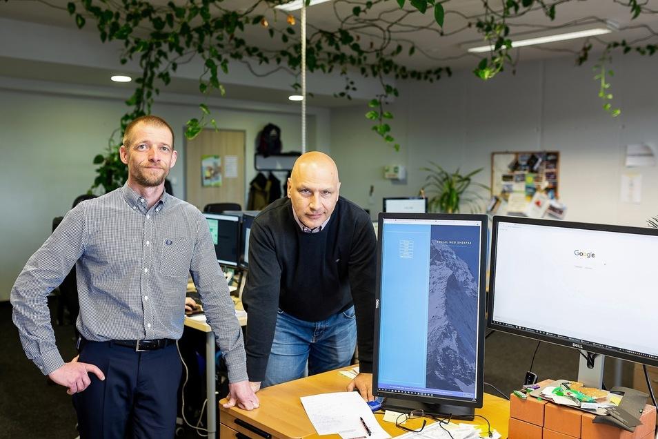 Robert Rudzok (l.) und Michael Meißner sind mit ihren 41 und 44 Jahren die mit Abstand Ältesten in der Firma Social Web Sherpas.