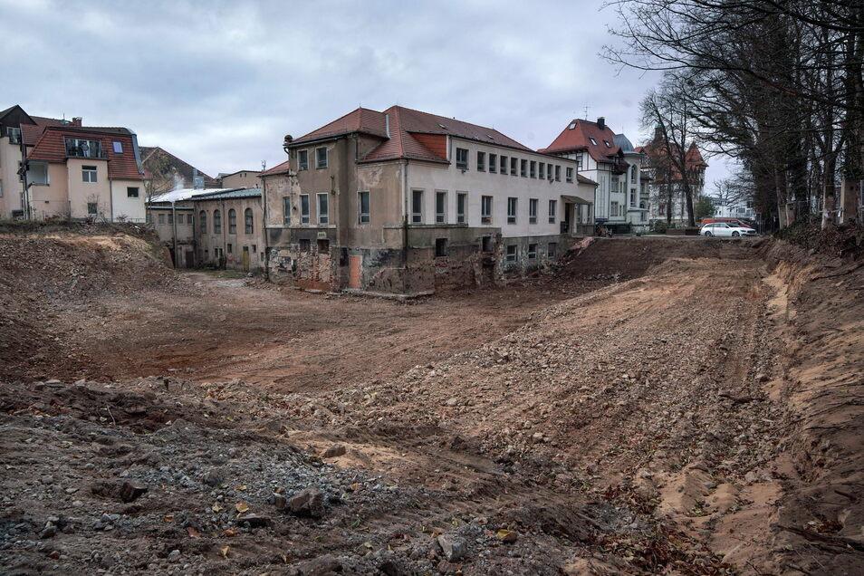 Hinter dem Parkhotel entsteht ein Parkhaus, das im Herbst 2021 fertig sein soll.