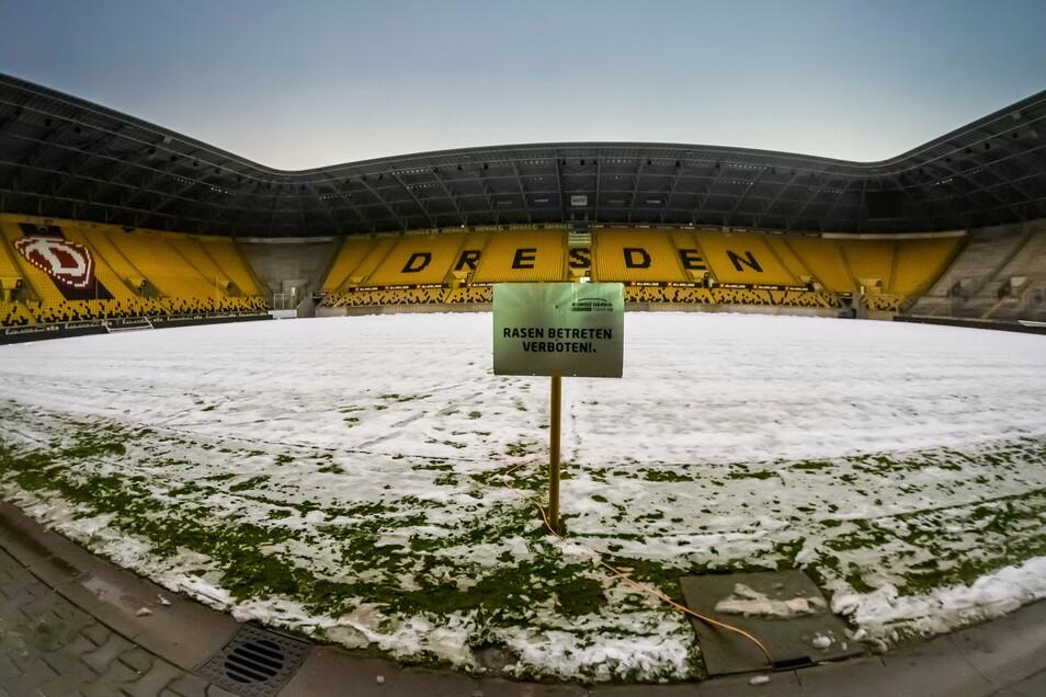 Ob am Sonntag im Rudolf-Harbig-Stadion gespielt werden kann, entscheidet sich frühestens am Freitag.