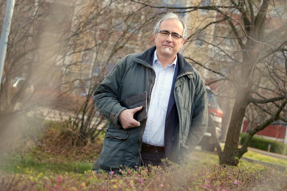 Wenn Carsten Hacker kein Freimaurer ist, arbeitet er als Außendienstmitarbeiter im Lebensmittelhandel.