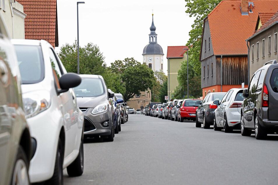 Blick in die Kirchstraße in Richtung Gröbaer Kirche und Schlosspark. Dort findet am Sonnabend die Filmnacht samt Konzert statt.