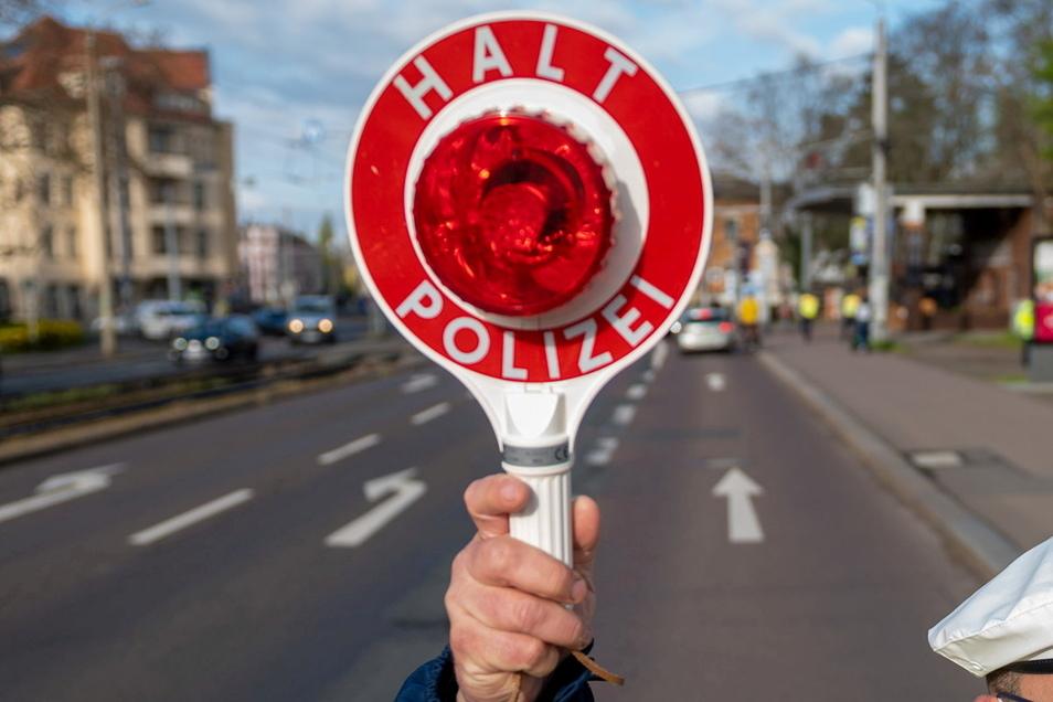 In Königsbrück haben Polizisten jetzt einen Mann mit einem selbstgebauten Traktor gestoppt.