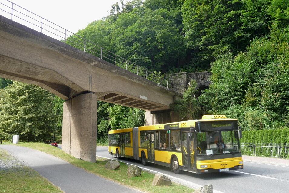 Wieder öfters zu sehen: Busse, die im Müglitztal im Schienenersatzverkehr fahren.