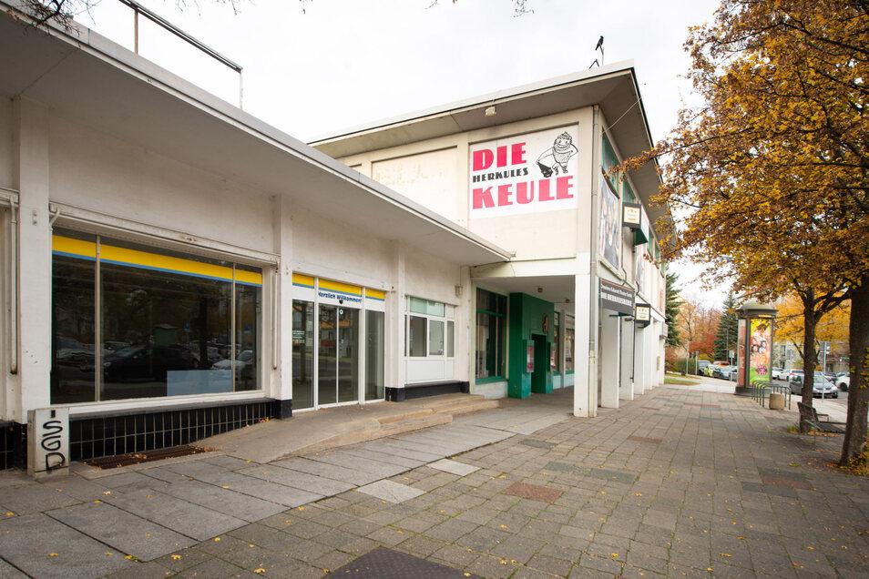 Die ehemalige Herkuleskeule am Sternplatz steht seit 2017 leer. Auch der Supermarkt ist längst geschlossen. Nun soll das Gebäude Wohnhäusern weichen.
