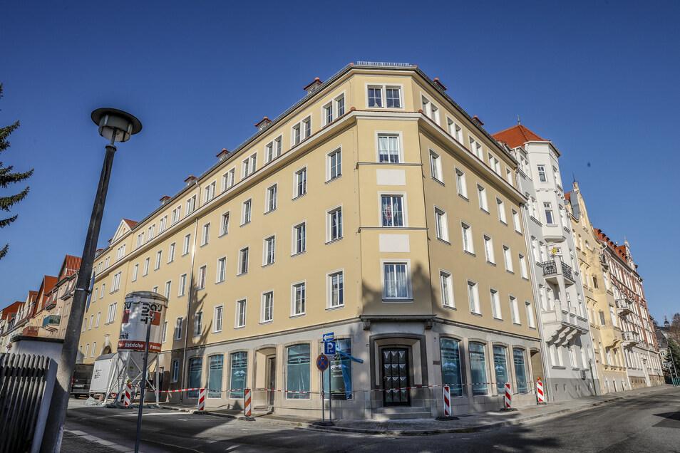 Das Eckhaus an der Lessingstraße/Pestalozzistraße hat eine neue Fassade erhalten.