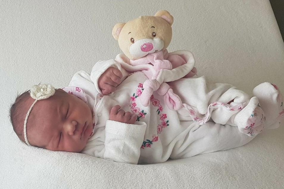 Hedi Eleser;Geboren am26. Oktober 2020; Geburtsort: Bautzen; Gewicht: 3.210 g; Größe: 50 cm; Eltern: Sandra und Falk Eleser; Wohnort: Kubschütz/OT Jenkwitz