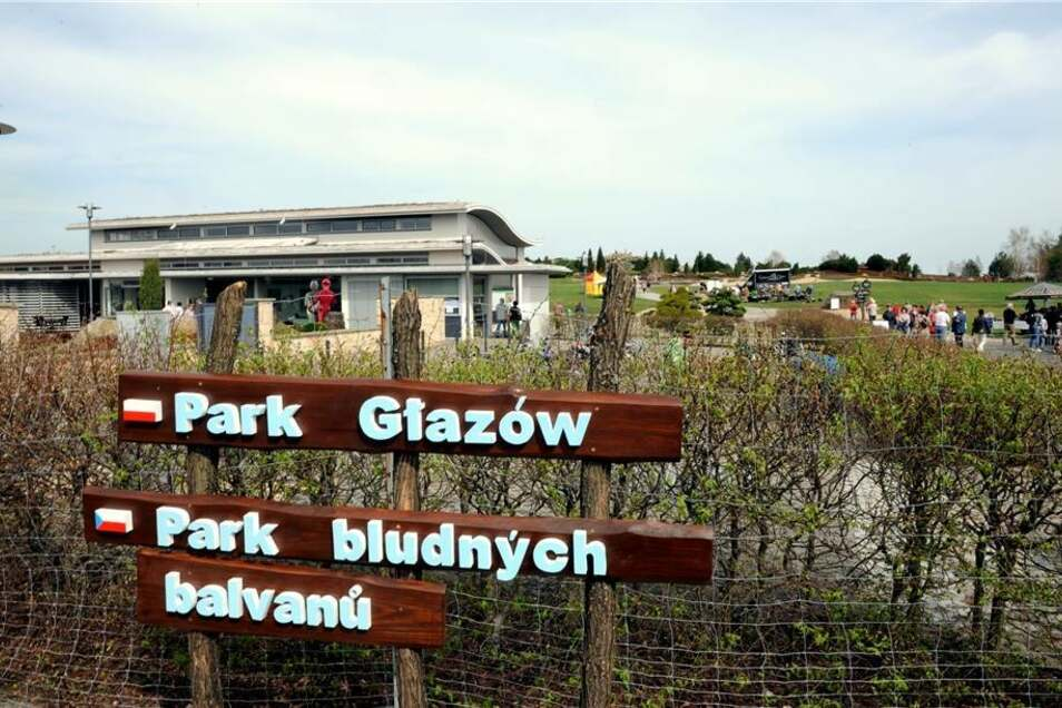Der Findlingspark Nochten ist am Sonntag in die neue Saison gestartet. Dabei begrüßte man auch die tschechischen und polnischen Gäste, natürlich in ihrer Landessprache.