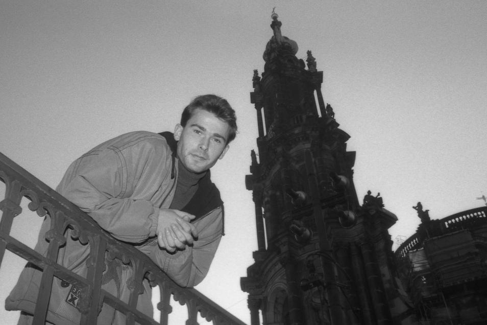 Andreas Sassen vor der Dresdner Hofkirche. Im November 1994 galt der Neuzugang vom Hamburger SV als Verstärkung für Dynamo, doch er bestätigte nur seinen schlechten Ruf.