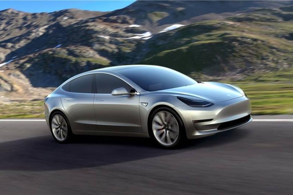 Tesla-Wagen gibt es derzeit 25 in der Stadt. Der US-Elektropionier wirbt zwar mit einer Reichweite von 400 Kilometern, ist aber mit rund 70.000 Euro für die Basisversion nicht ganz billig.