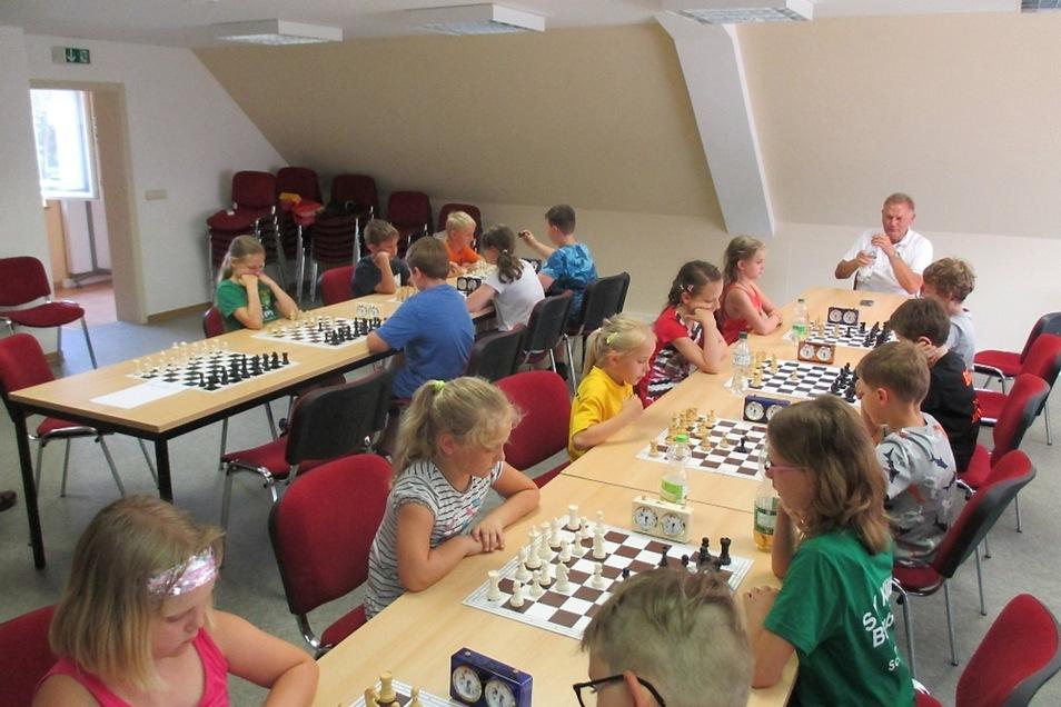 Im Nochtner Dorfgemeinschaftshaus ermittelte der Nachwuchs der schachspielenden Vereine im Kreisverband Schach Oberlausitz am Wochenende seine Sieger bei den Kreis-Kinder- und Jugendspielen.