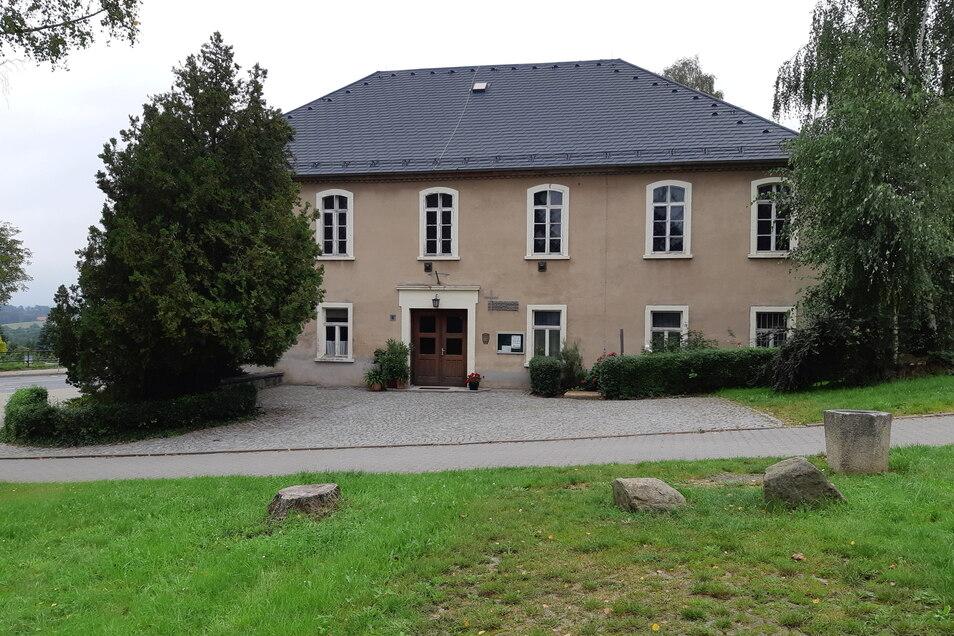 Erbaut wurde das Gebäude 1882 als Schützenhaus. Später wurde es Gaststätte und Kapelle.