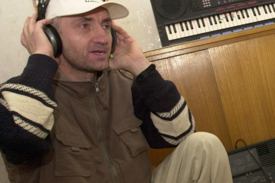 Musiker Gunter Augsten bei der Produktion von Weihnachts-CDs im Tonstudio des Großenhainer Kunstvereins.
