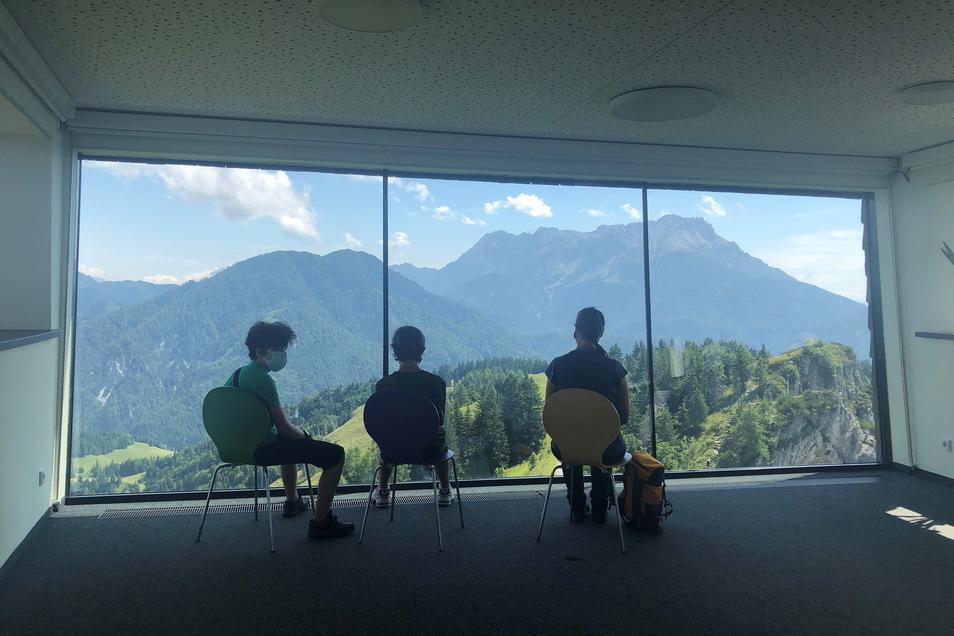 Im begehbaren Jakobskreuz kann man die umliegende Bergwelt anschauen wie ein Gemälde.