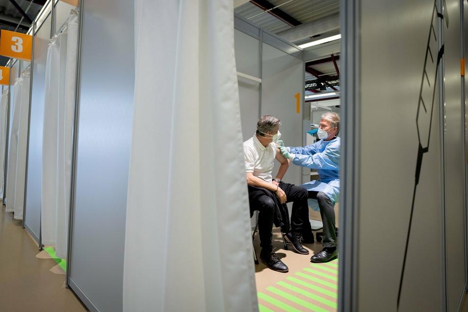 In Berlin werden zu Beginn vor allem Pflegekräfte und medizinisches Personal gegen das Coronavirus geimpft.