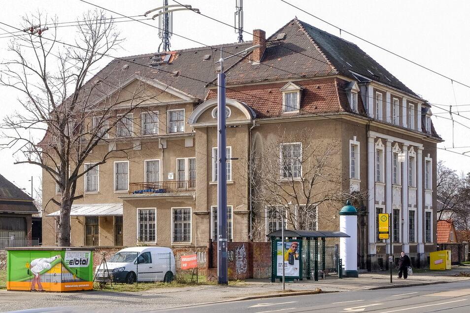 Seit über 20 Jahren steht die Alte Post in Kötzschenbroda leer. Mit dem Umbau zur Musikschule soll neues Leben in das Gebäude einziehen.