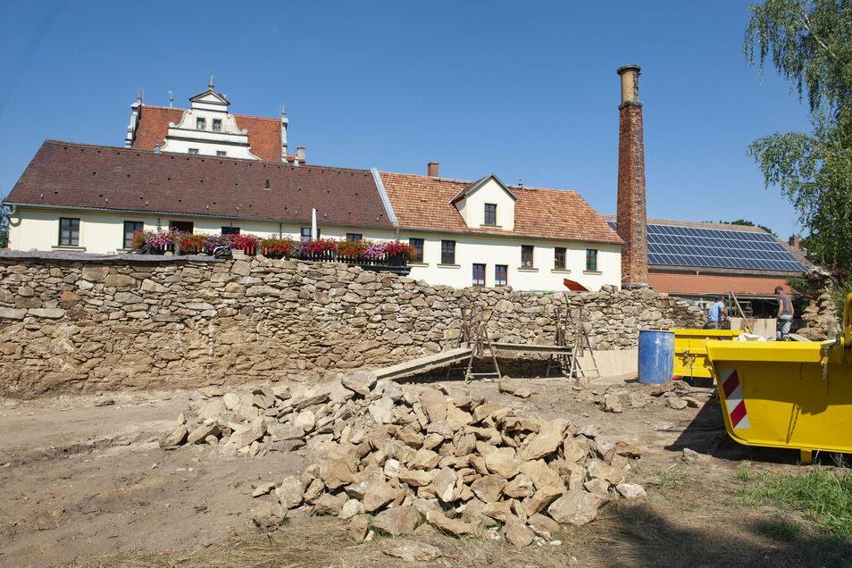 An der Zabeltitzer Parkmauer wird schon gebaut. Demnächst kommen hier neue Parkflächen hinzu.