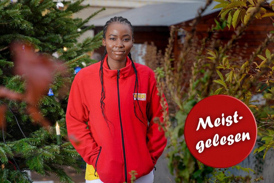 Gern begleitet Ann Chinwendu Edokam die Heimbewohner auf den kleinen Weihnachtsmarkt auf dem Hinterhof.