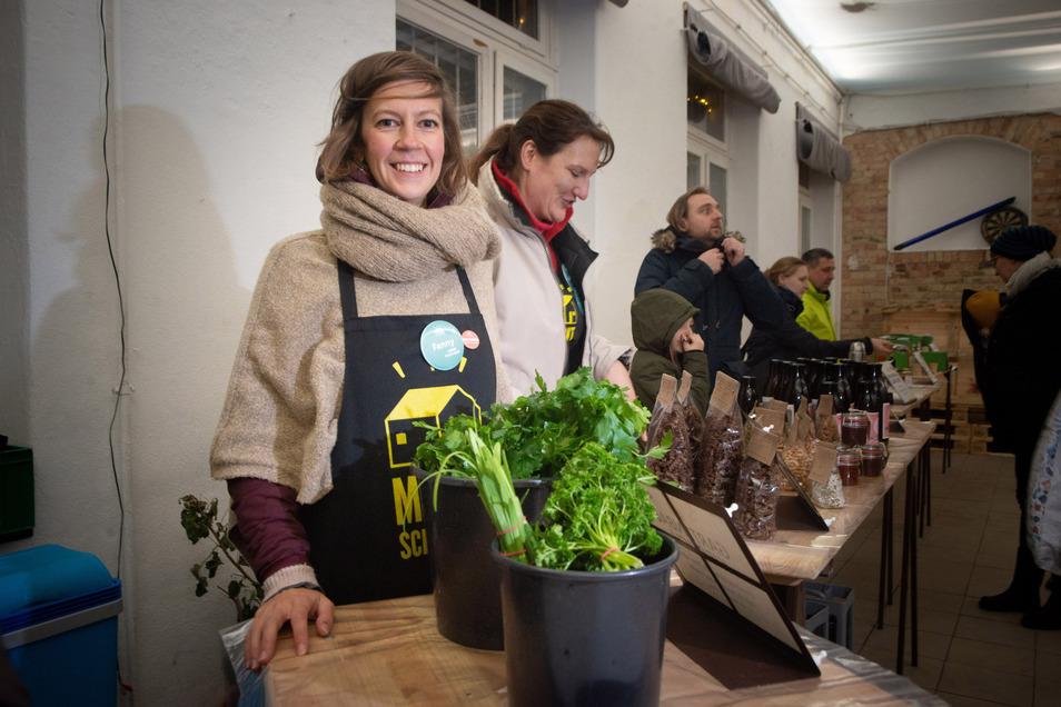 Fanny Schiel hat das Konzept der Marktschwärmer nach Dresden gebracht. Ähnlich wie auf einem Wochenmarkt werden dort frische Produkte aus der Region angeboten. Ein bisschen anders ist das Konzept aber schon.