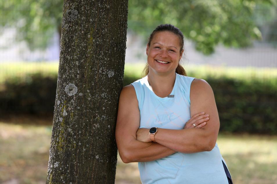 Trotz Verletzungssorgen steht Christina Schwanitz vom LV Thum die Lebensfreude ins Gesicht geschrieben.