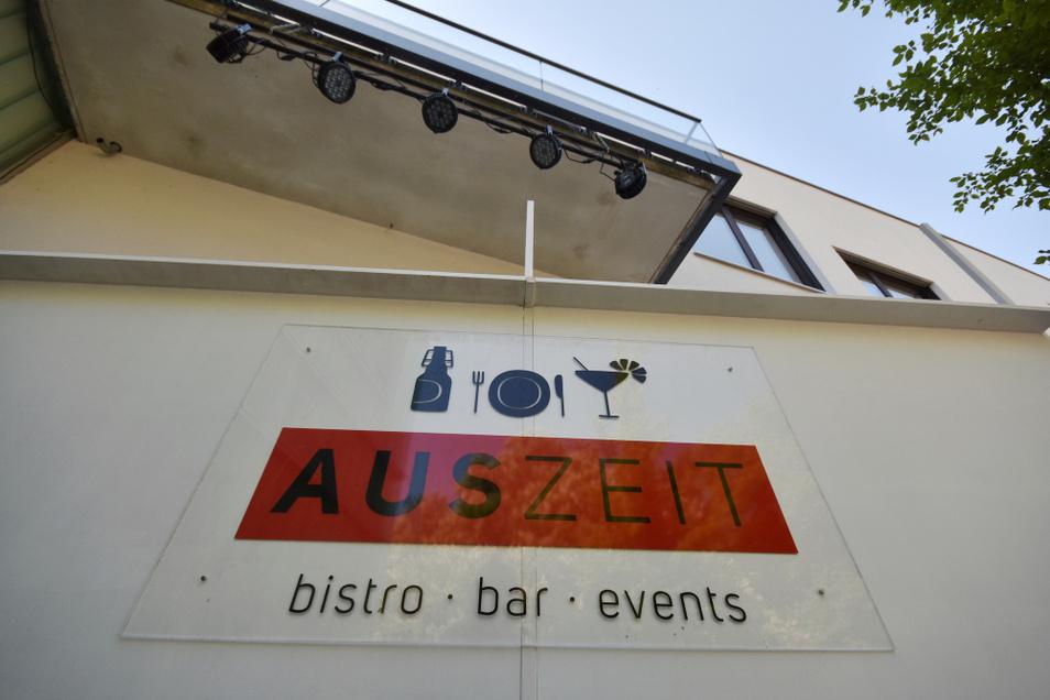 """Die Bar an der """"Gundermann-Plaza"""" neben dem Bürgerzentrum Braugasse 1 steht bereit. Heute Abend öffnet sie."""