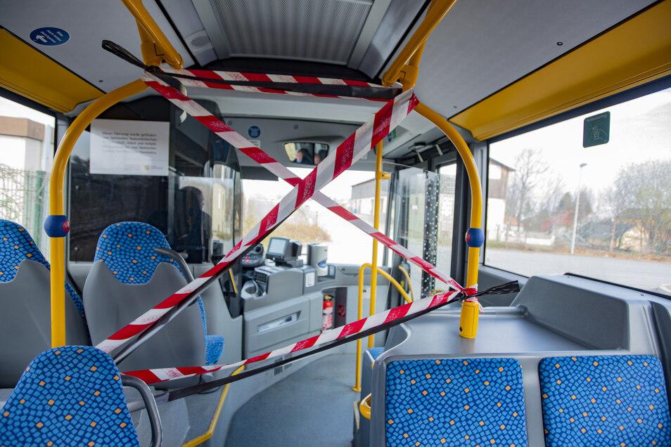Kamenz Bussfahrer werden durch die Absperrung in den Bussen geschützt. Die Fahrkarten müssen vorher gekauft werden.