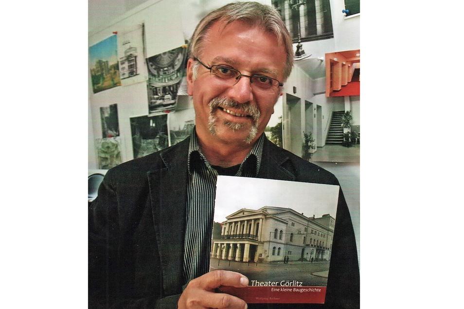 """Wolfgang Archner, damals Technischer Direktor, gab 2011 zum Jubiläum """"160 Jahre Theater"""" ein Buch heraus."""