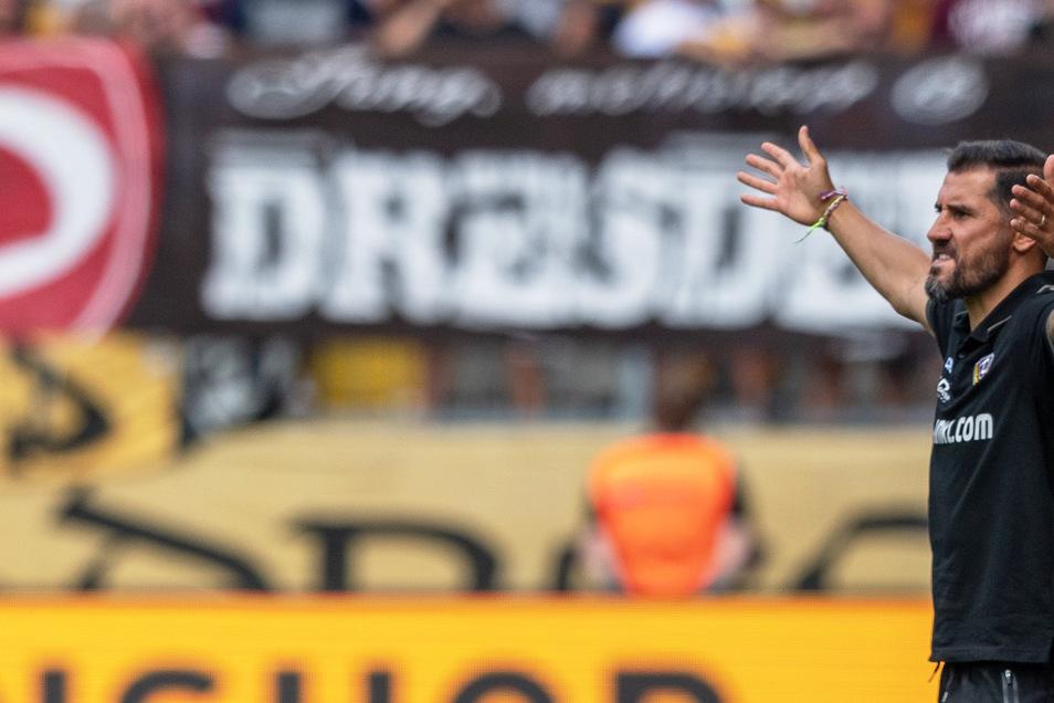 Dynamos Trainer Cristian Fiel ist mit der Chancenverwertung sichtlich unzufrieden.