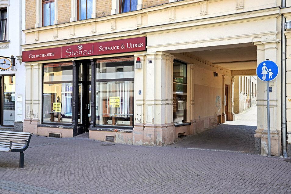 Zieht Riesas Innenstadtmanagement in das Juweliergeschäft an der Hauptstraße? Die Chancen stehen wohl gut, heißt es vom HGV.