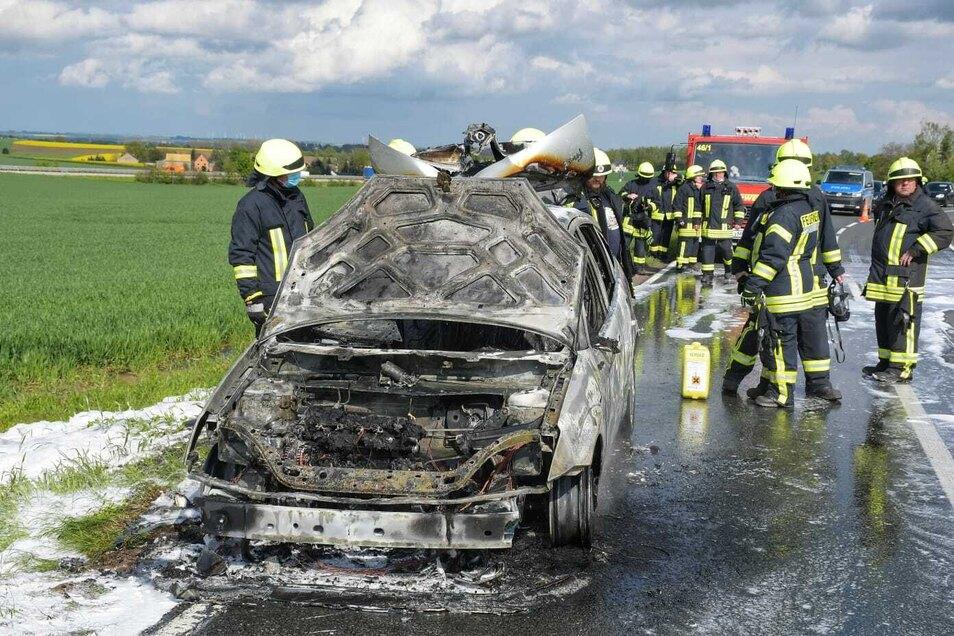 Das Auto brannte auf der S34 vollständig aus.