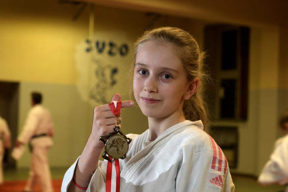 Mittlerweile ist bei Lucy Joelle Wetzig der Ärger über den entgangenen Sieg beim Turnier in Jena etwas verflogen, auch wenn sie die Silbermedaille nach wie vor nicht umhängen will.