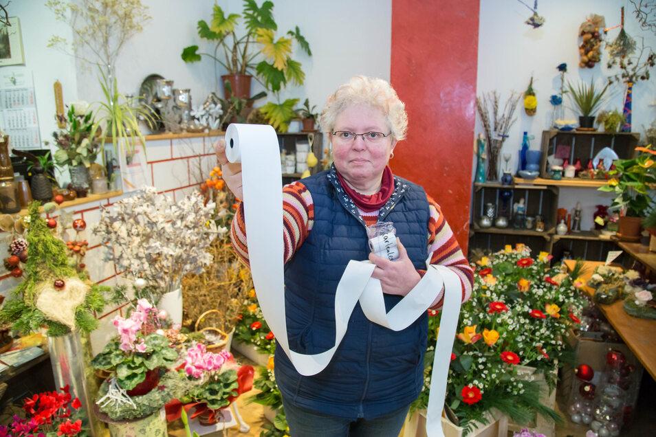 Andrea Michel ist Inhaberin der Blumengalerie in Görlitz und ärgert sich über die neue Bonpflicht.