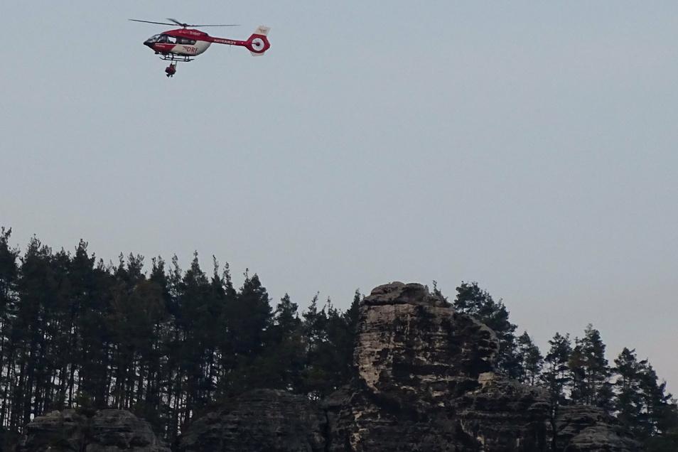 Die verunglückte Kletterin wurde per Rettungshubschrauber geborgen.