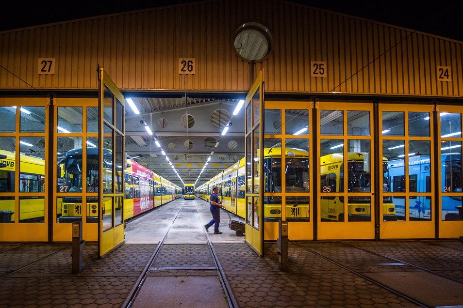 Trotz der Pandemie waren Busse und Bahnen im Nahverkehr fast uneingeschränkt im Einsatz – auch im Betriebshof Gorbitz der Dresdner Verkehrsbetriebe.