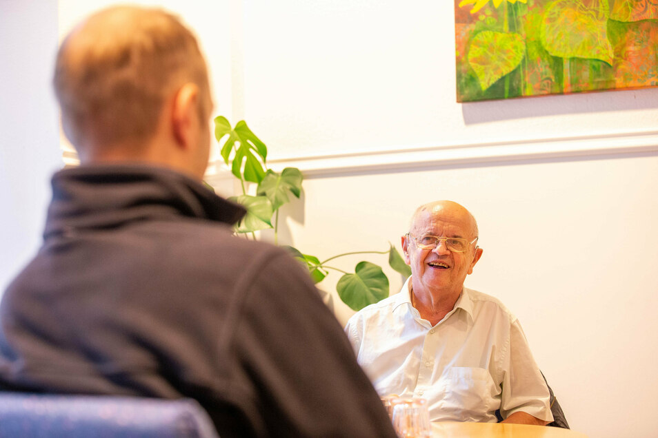 """Peter Findeisen (r.) in der neuen Beratungsstelle: """"Ich fühle mich hier sehr gut betreut."""""""