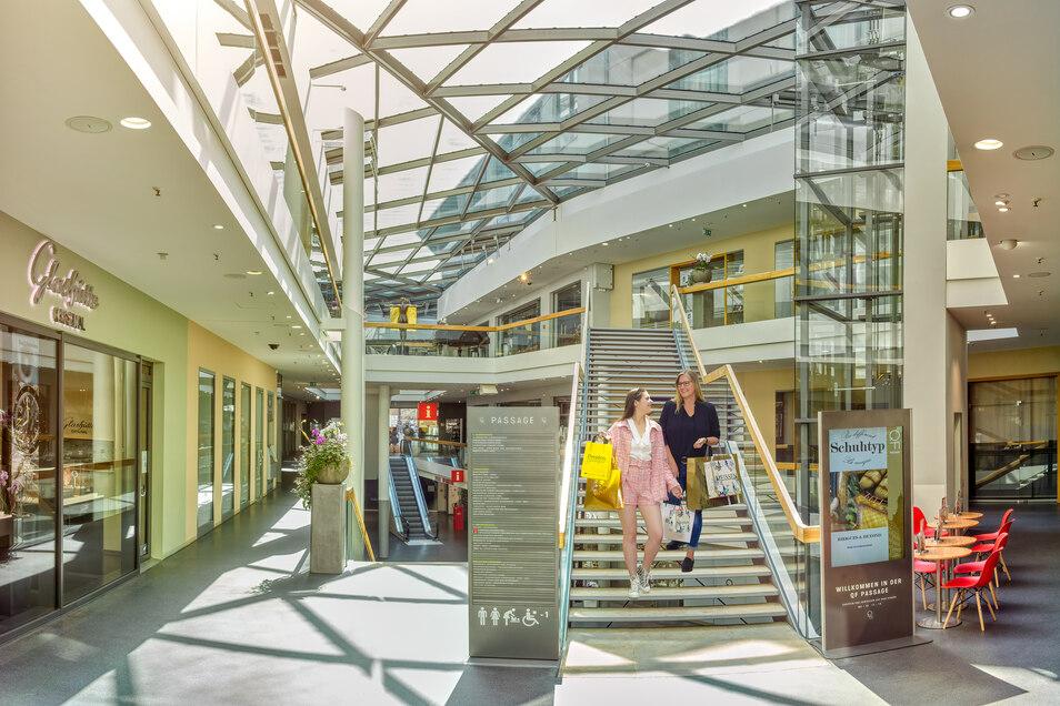 Ein moderner Wohn- und EInkaufskomplex mitten im historischen Dresdner Zentrum - die QF-Passage vereint klassischen Stil und moderne Shopping-Kultur.