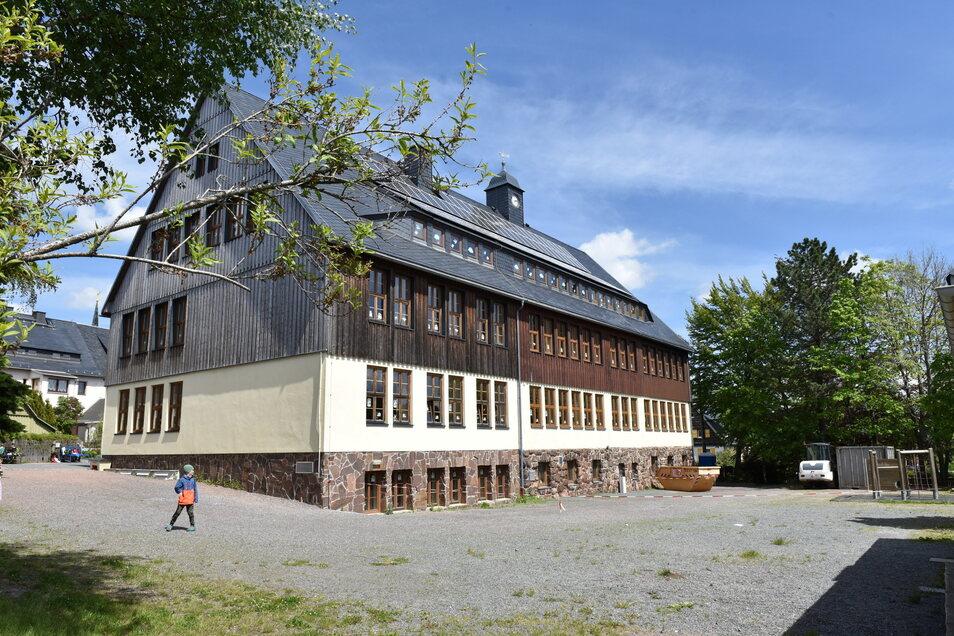 Schön, aber wohl für Schulleiter uninteressant: Die Grundschule in Altenberg.