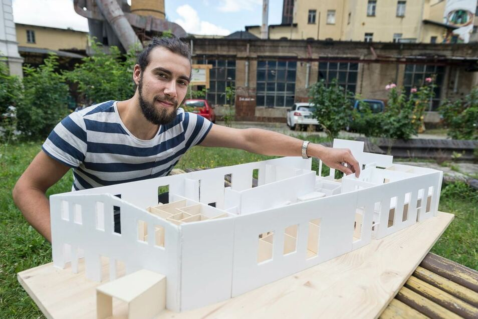 """2017 stellte Christian Thomas vom Verein """"Second Attempt"""" das Modell des neuen Görlitzer Jugendzentrums vor. Es entstand dort, wo einst die Furnierhalle des Görlitzer Waggonbaus ihren Platz hatte."""