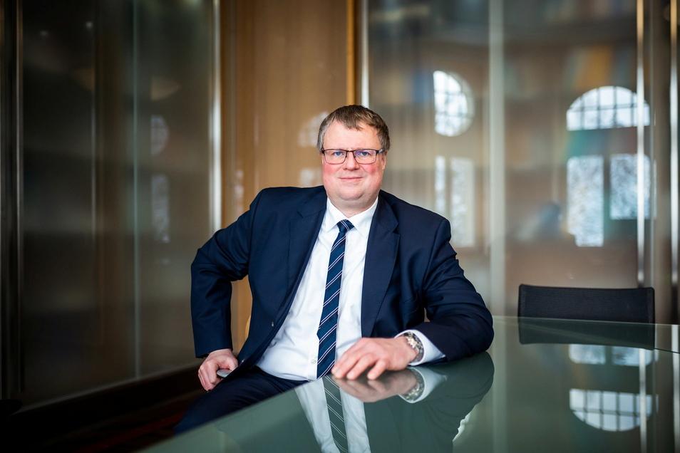 Patrick Hilbrenner ist noch wenige Tage Asklepios-Regionalgeschäftsführer in Sachsen und übernimmt zum 1. April 2021 die Geschäftsführung des zur Rhön-Klinikum AG gehörenden Klinikums Frankfurt (Oder).
