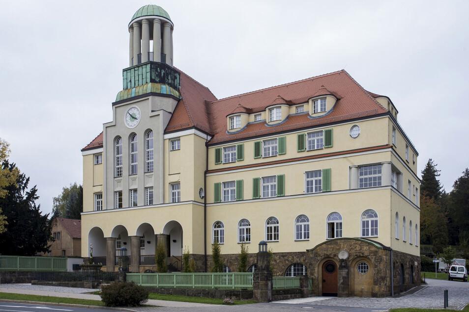 Das Rathaus in Döhlen ist als Gründungsrathaus der Stadt fest verbunden mit der Geschichte Freitals. Am Donnerstag wird auf dem Vorplatz der 99. Geburtstag gefeiert.