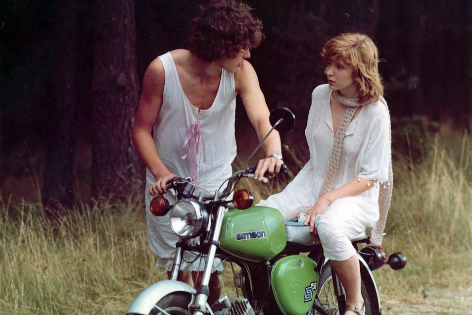 """Karoline und Robert kommen sich im Ferienlager näher und erleben ihre erste große Liebe. Der Film """"Sieben Sommersprossen"""" war in der DDR Kult, und kaum ein Jugendlicher hat ihn damals verpasst. Jetzt ist er bei den Bautzener Burgfilmnächten zu sehen."""